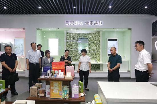 烟台经济技术开发区管委副主任张绍鹏一行莅临公司调研考察